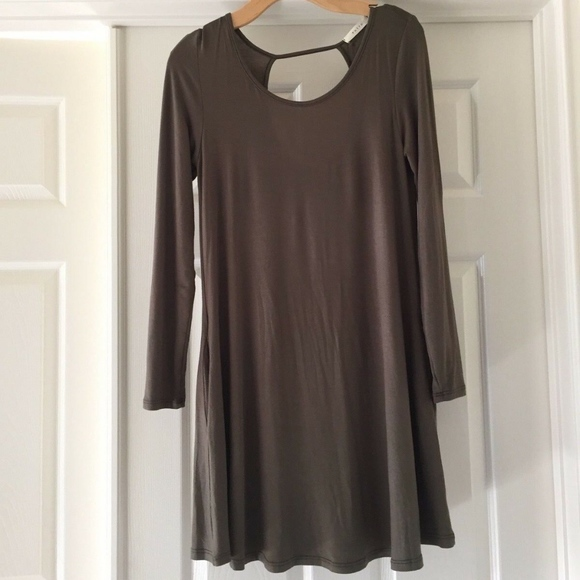 Tobi Dresses & Skirts - HUNTER GREEN STRETCH DRESS BY ENTRO, SOLID GREEN